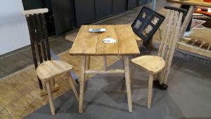 Table carrée et Chaises Kevan Création Châtaignier
